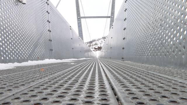 Geschenkte Hängebrücke spaltet Oberhofen