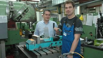 Zurück an der Arbeit: Mechaniker Marc Bill hatte dank der Hilfe des Kantons höhere Chancen, von Robert Gadient eingestellt zu werden.