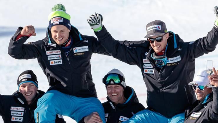 Mauro Caviezel (links) und Luca Aerni (rechts) waren nach der Kombination die gefeierten Helden im Schweizer Team.