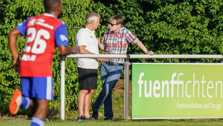 Bernhard Burgener und Ruedi Zbinden am Spielfeldrand im Trainingslager am Tegernsee.