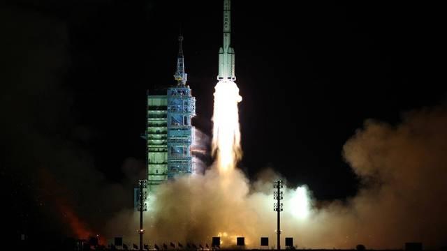 """Erfolgreicher Start in der Wüste Gobi: Die Rakete """"Langer Marsch"""" startet zu ihrer Reise ins All"""