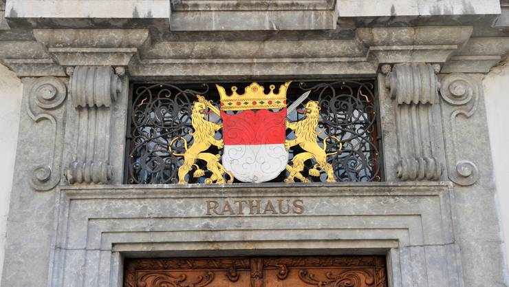 Obere Kader der kantonalen Verwaltung, die auch hier im Rathaus ein- und ausgehen, können von einem doppelten Leistungsbonus profitieren. Ein SVP-Vorstoss will dies stoppen.