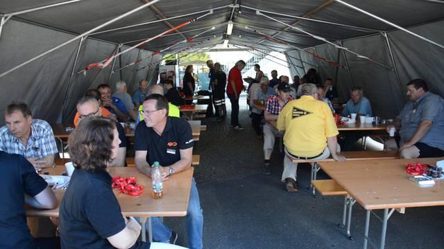 Austauschen bei Kaffee und Sandwiches: Aktion Boxenstopp in Würenlos.