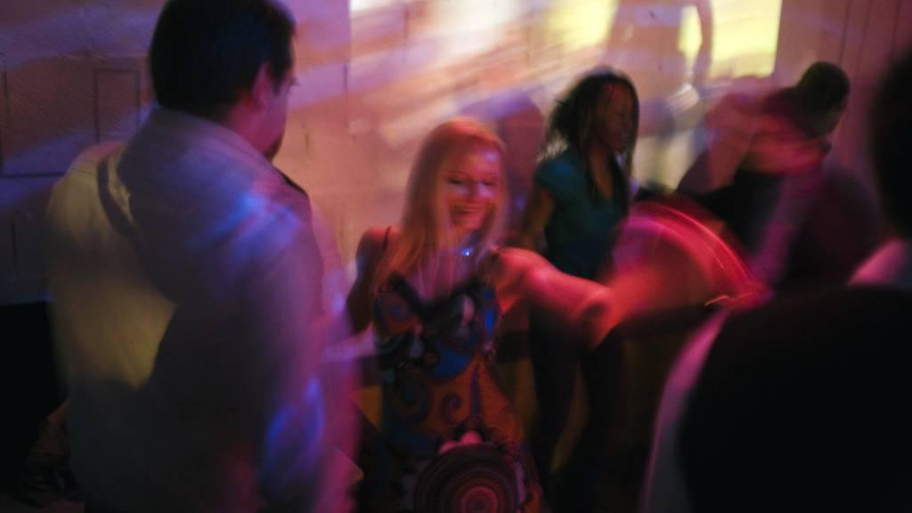 Polizei löst «Corona-Party» mit 40 Nachtschwärmern auf