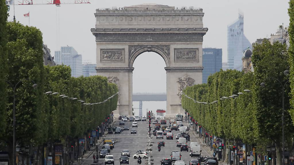 Trauer um Christo - Paris hält an Triumphbogen-Verhüllung fest
