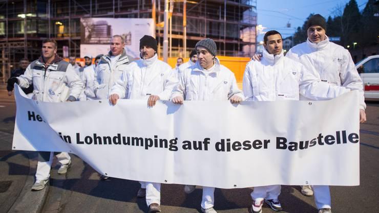 Gipser demonstrieren mit der Gewerkschaft Unia gegen Lohndumping (Archiv).