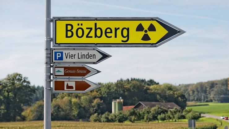 Der Aargau trage schon heute hohe Lasten für die ganze Schweiz, wie die Stromproduktion aus Kernkraftwerken oder die sehr hohe Verkehrsbelastung auf Strasse und Schiene. Eine weitere Belastung könne dem Kanton nicht zugemutet werden.