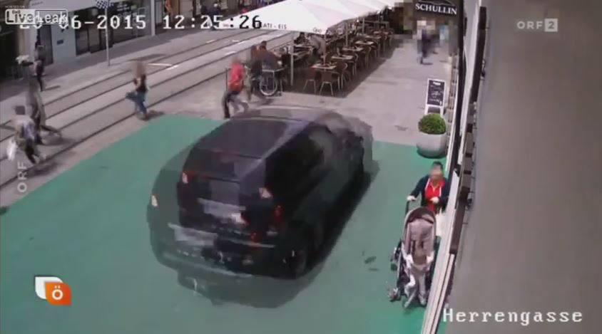 ORF zeigte das Video aus der Überwachungskamera am Mittwoch. Ab Minute 00.18 sind die dramatischen Bilder zu sehen.