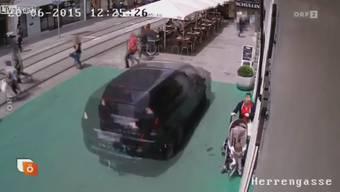 ORF zeigte das Video aus der Überwachungskamera am Mittwoch in der Sendung «Heute Österreich». Ab Minute 00.19 sind die dramatischen Bilder zu sehen.