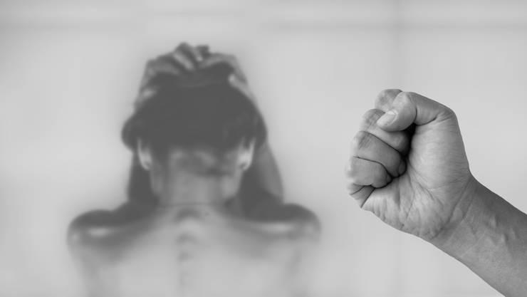 Der 62-Jährige wird beschuldigt seine Freundin schwer misshandelt und erwürgt zu haben.