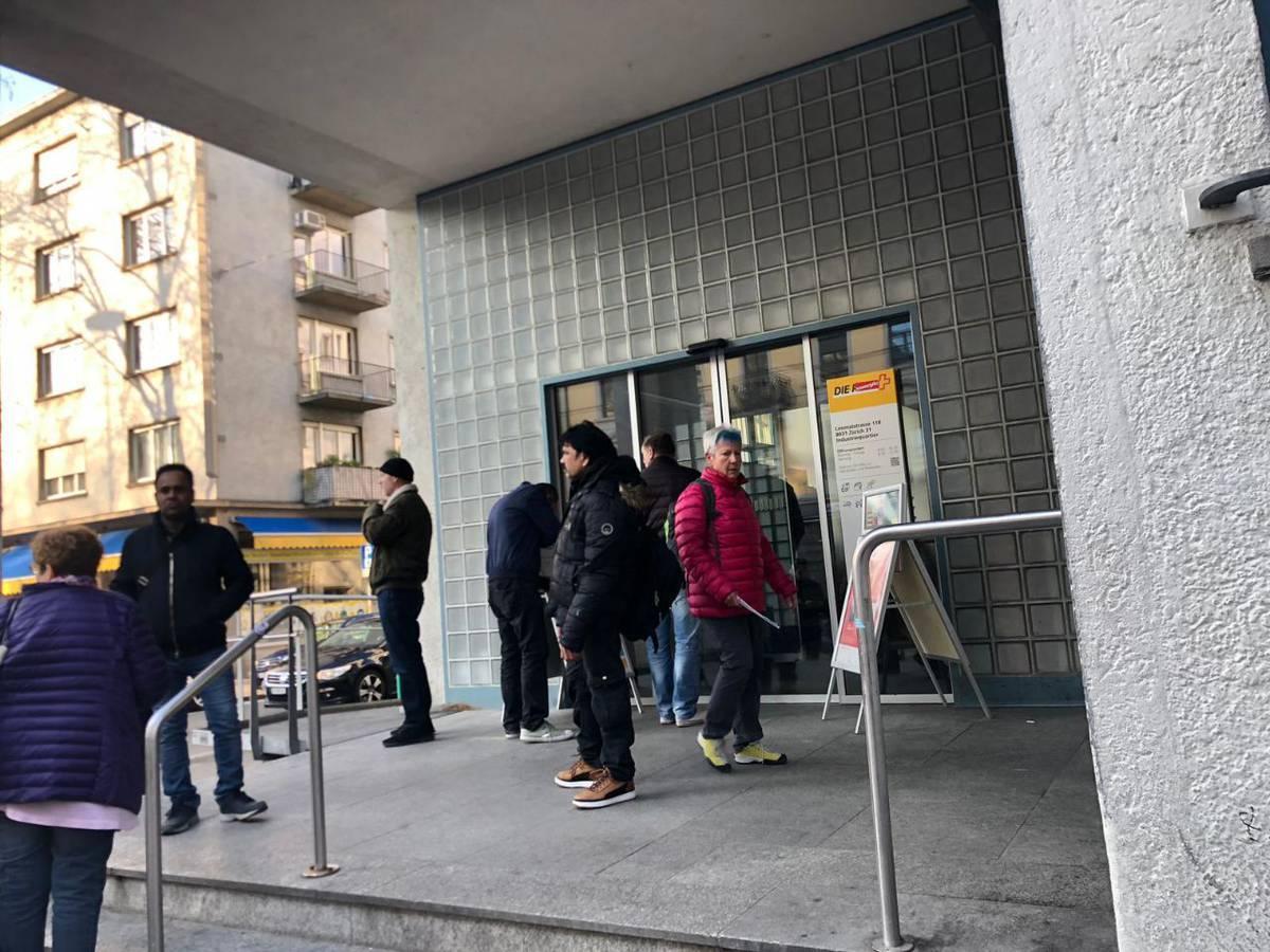 Wegen des Stromausfalls standen auch die Bankomaten still. Kein Bargeldbezug war möglich. (© Radio 24)