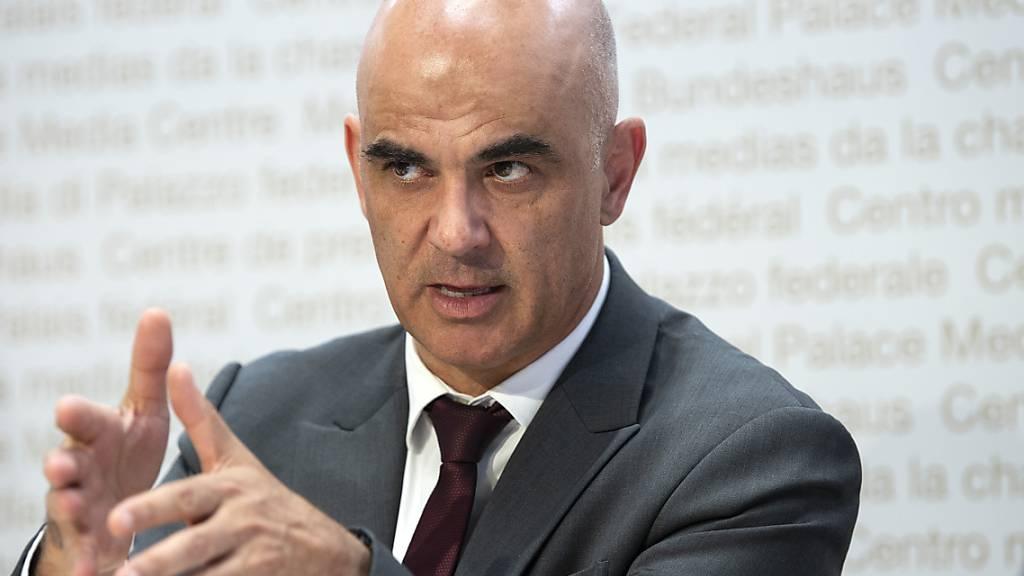 Bundesrat Alain Berset fordert ein grösseres Engagement der Schweizer Wirtschaft bei der laufenden Impfkampagne gegen das Coronavirus. (Archivbild)
