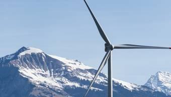 Blick auf eine Windenergieanlage (Archiv)