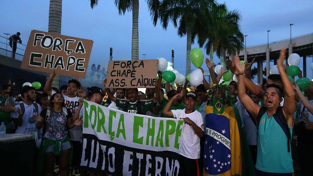 Fans in Rio de Janeiro gedenken den verunglückten Spielern von Chapecoense