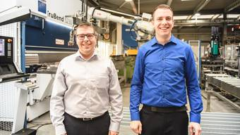 Geschäftsführer Patrick Friker (l.) und Robin Martin, Leiter Produktion, führen durch das 100 Jahre alte Unternehmen Lanz Oensingen AG.