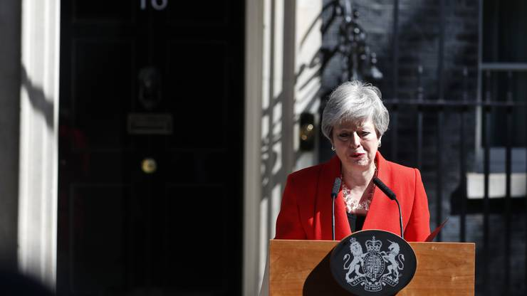 Theresa May gibt ihren Rücktritt vor Downing Street 10 bekannt.