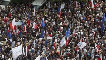 Tausende Polen protestieren in Warschau gegen die Justizreform der Regierung.