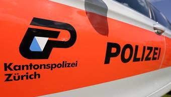 In Hombrechtikon wurde eine schwer verletzte Frau gefunden, die später im Spital starb. Die Polizei nahm einen 46-jährigen Mann fest. Ein Gewaltdelikt wird nicht ausgeschlossen. (Symbolbild)