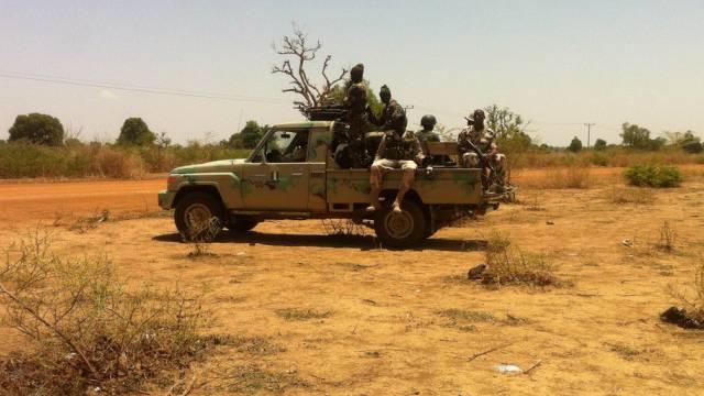 Nigerianische Soldaten patrouillieren in Chibok im Osten des Landes