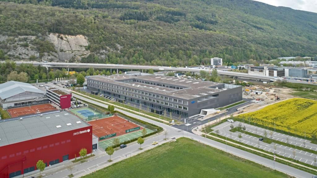 Fischer eröffnet in Biel Fabrik mit 450 Arbeitsplätzen