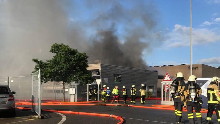 Um 5.45 Uhr ging der Alarm los – Feuerwehr und Polizei rückten sogleich zu einem Grossbrand aus.