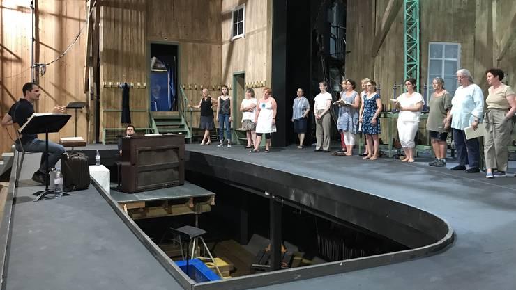 Constantin Trinks probt derzeit mit dem Chor der Sommerspiele Selzach