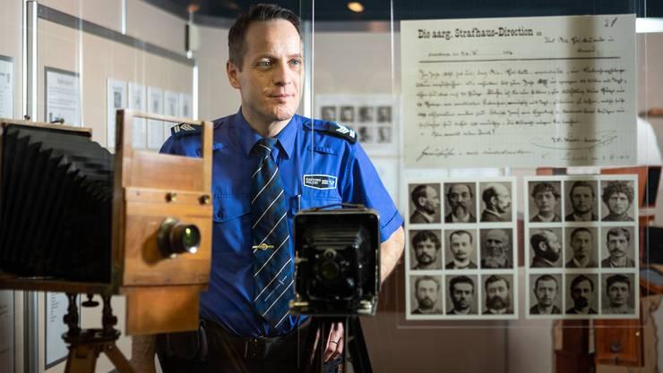 Bernhard Graser, Mediensprecher der Kantonspolizei Aargau, ist verantwortlich für das Museum. Die kleine Ausstellung ist nicht öffentlich, wird aber im Rahmen von Führungen gezeigt. Das Interesse ist gross. Die Führungen für 2019 seien bereits fast ausgebucht.