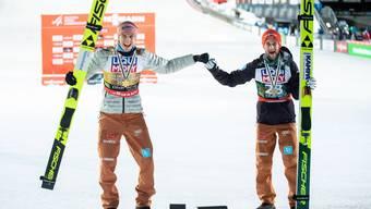 Karl Geiger (links) und Markus Eisenbichler wollen auch an der Vierschanzentournee jubeln und Deutschland den ersten Sieg seit 19 Jahren bescheren.