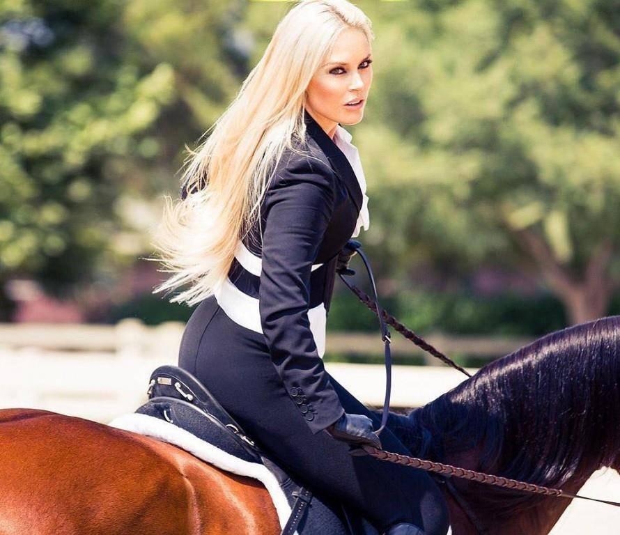 Auch auf Pferden macht Vonn eine gute Figur. (© Instagram/Lindsey Vonn)