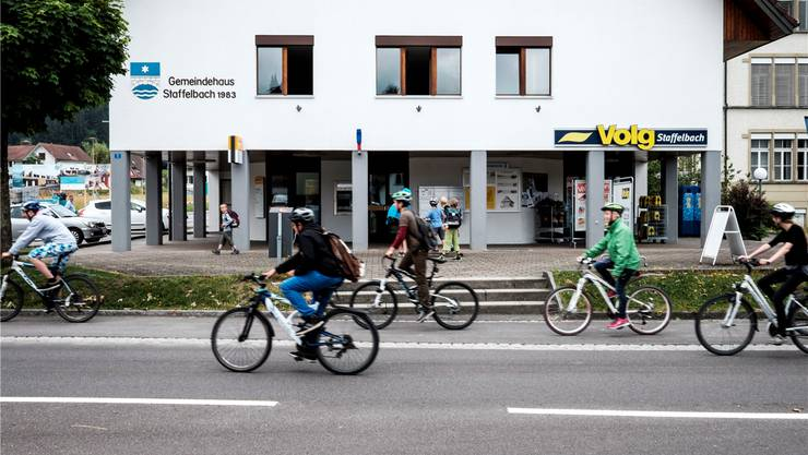Im Staffelbacher Gemeindehaus ist im Erdgeschoss der Volg-Laden untergebracht – neu soll die Post darin integriert werden. Mario Heller/Archiv