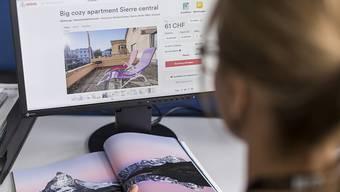 Vom Bundesrat vorgeschlagene Vereinfachungen im Mietrecht für das Anbieten von Wohnungen auf Online-Plattformen wie Airbnb werden in der Vernehmlassung gemischt aufgenommen. (Themenbild)