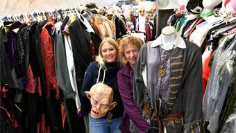 Tochter Daniela und Mutter Beatrice Wittwer stehen oft zusammen im Laden an der Hauptstrasse in Erlinsbach SO.