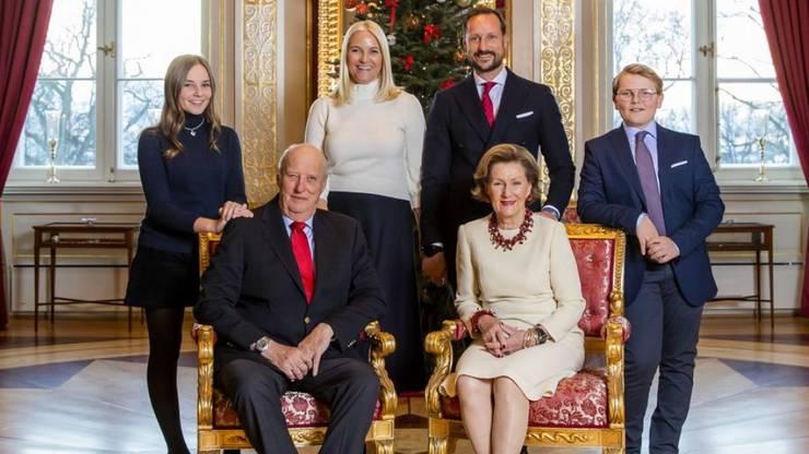 Prinzessin Ingrid Alexandra (links), hier am 14. Dezember 2018 bei einem Fototermin mit der norwegischen Königsfamilie, feiert ihren 16. Geburtstag.