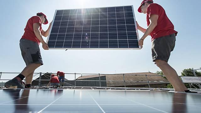 Solaranlagen sollen auf staatlichen Gebäuden zum Status Quo gehören. (Archivbild)