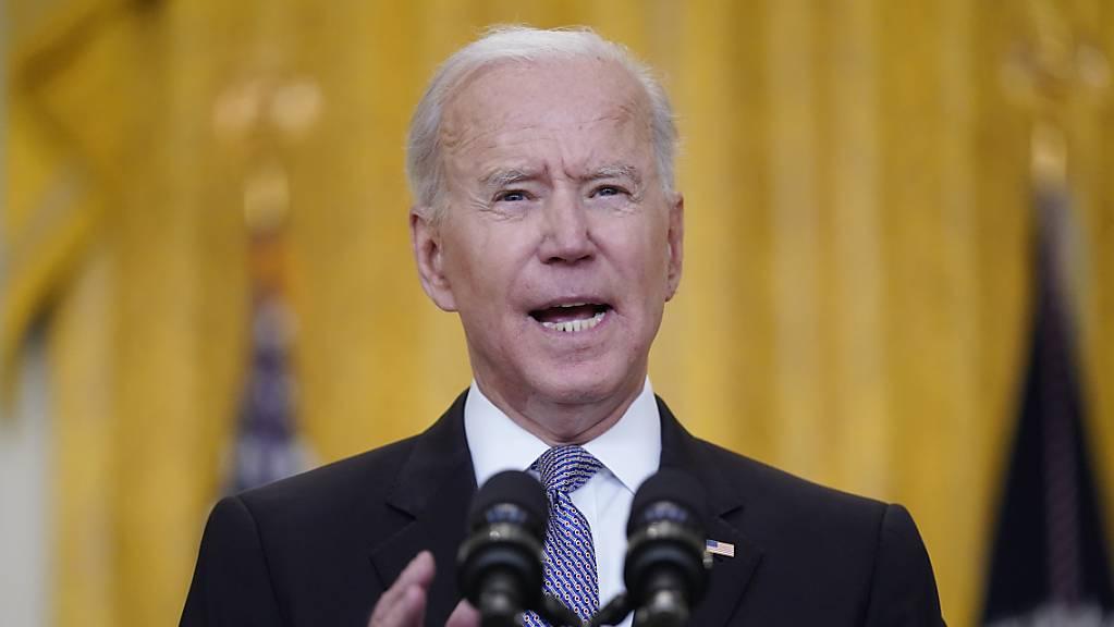 Joe Biden, Präsident der USA, spricht im East Room des Weissen Hauses über die Verteilung von Corona-Impfstoffen.