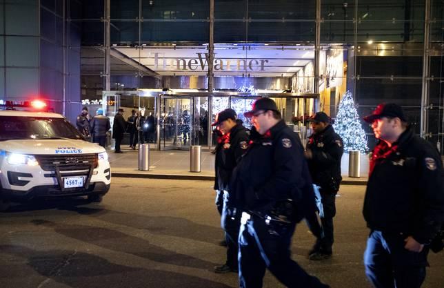 Wegen einer Bombendrohung ist die Redaktion des US-Nachrichtensenders CNN in New York in der Nacht auf Freitag sofort geräumt worden.