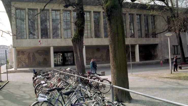 Die Universität Basel am Petersplatz. (Archiv)