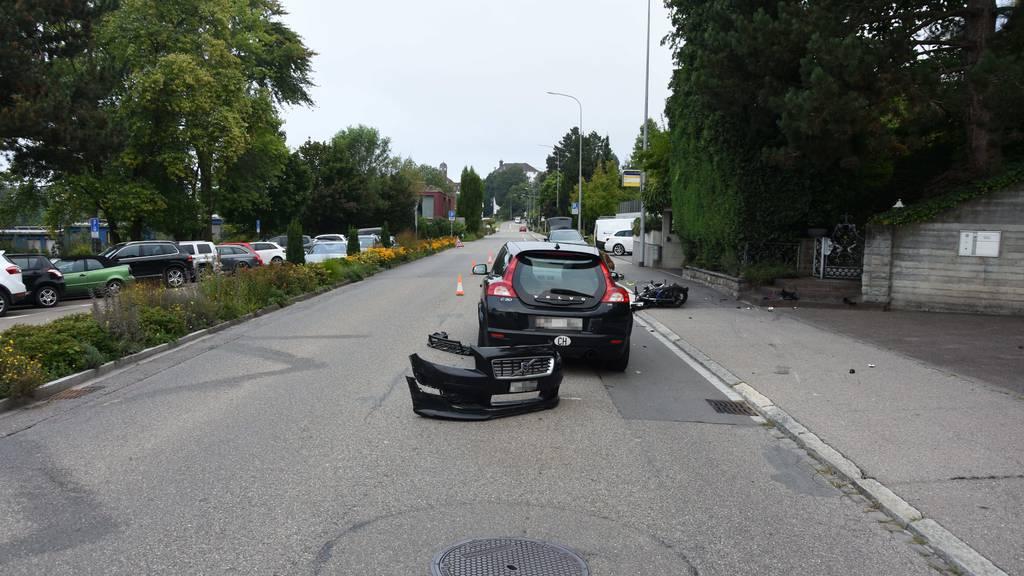 16-jähriger Töfffahrer nach Kollision mit Auto schwer verletzt