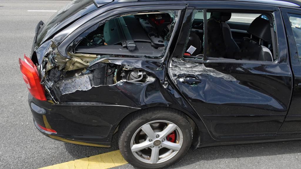 Traktor fährt in Auto – niemand verletzt