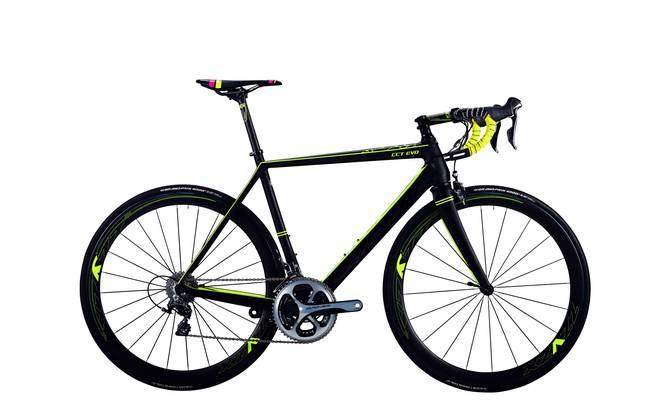 corratec CCT Evo (schwarz/gelb) ist das offizielle Rennrad des Teams Roth-Skoda