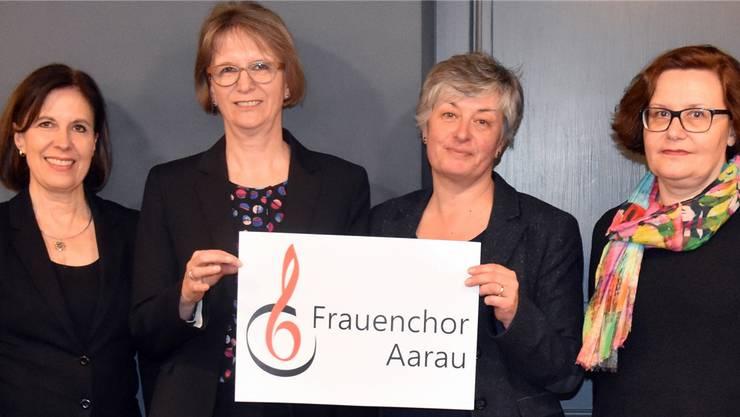 Der Vorstand mit (von links) Fabienne Geiser-Schmidt, Esther Meier, Susanne Heuberger und Brigitte Federspiel mit dem neuen Vereinslogo.