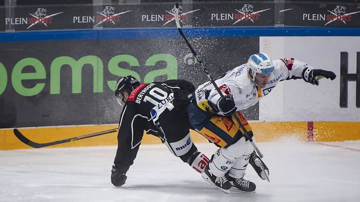 Der Zuger Johann Morant (in Weiss) spielt nächste Saison für die ZSC Lions