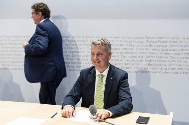 Der eine geht, der andere kommt: Noch-SVP-Präsident Albert Rösti (links) und Marco Chiesa an einer Pressekonferenz zur Begrenzungsinitiative.