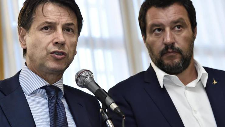 Ausserordentlich beliebt: Italiens Ministerpräsident Giuseppe Conte (links) und Innenminister Matteo Salvini. (Archiv)