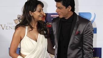 Er warb um sie mit kleinen Tricks: Shah Rukh Khan mit Ehefrau Gauri. (Archivbild)