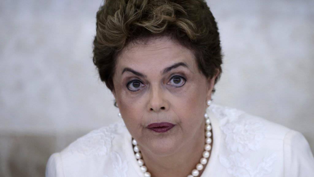 Brasiliens Präsidentin Dilma Rousseff kämpft mit einer schrumpfenden Wirtschaft und politischen Problemen. (Archivbild)