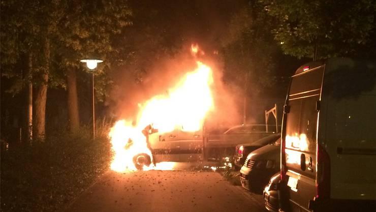 Dieser Lastwagen brannte letzte Woche in Zürich. Linksautonome bekannten sich zum Anschlag.