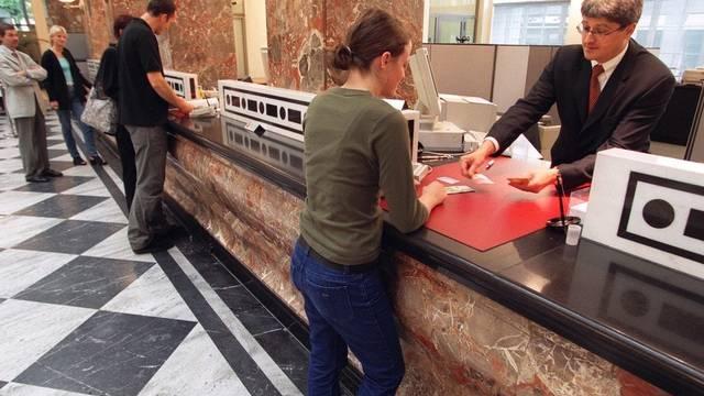 Bankangestellte sind weniger gesucht (Symbolbild).