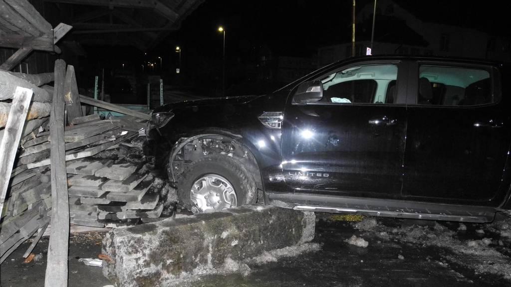 Angetrunkener Autofahrer will nach mehreren Crashs zu Fuss fliehen