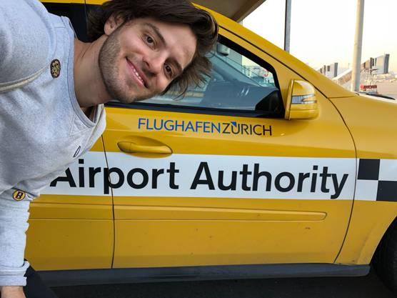 Wer bei der Airport Authority arbeitet, darf mit dem Auto auf die Landebahn.
